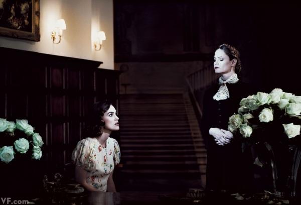 Rebecca. 1940. Keira-Knightley e Jennifer Jason Leigh (Joan Fontaine e Judith Anderson)